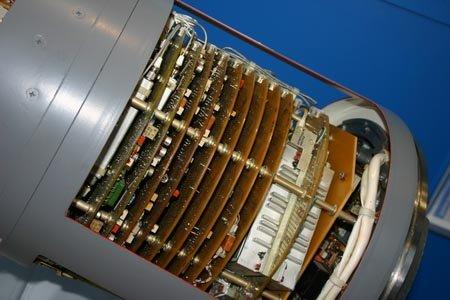 资料图:美国导弹结构复杂的导引头电路板