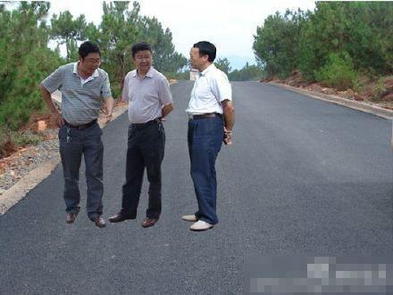 四川会理县委原书记被双开 曾涉悬浮照事件(图)