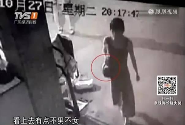 男子扮女装混进大学女澡堂 被发现后仓皇逃跑