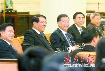 广东代表团讨论十八大报告 期盼群众幸福看得见
