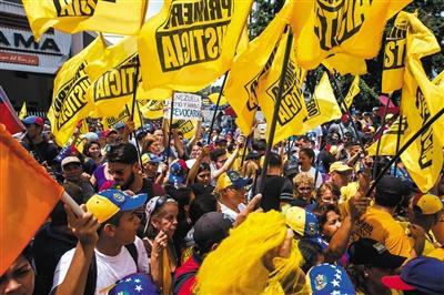 委内瑞拉延长紧急状态60天 总统怒斥美国煽动政变