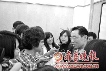 钟南山谈医改:有人连道德底线都没了