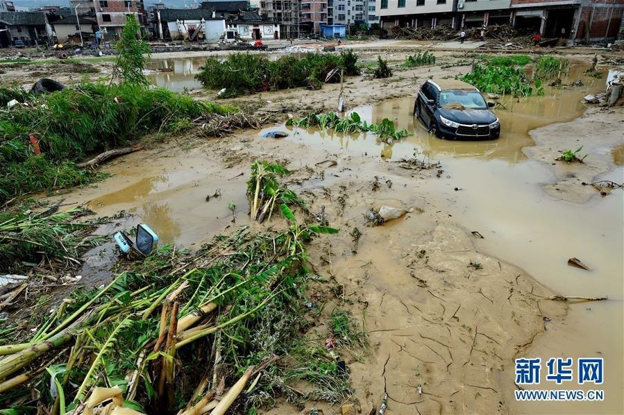 房屋倒塌3144多间,受灾人口9.5万人,全县直接经济损失21.7亿元