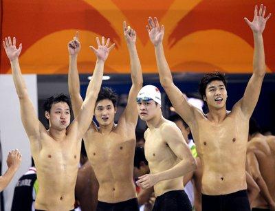 中国队夺得男子4X200米自由泳接力冠军