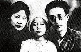 1929年瞿秋白、杨之华与女儿独伊在莫斯科合影