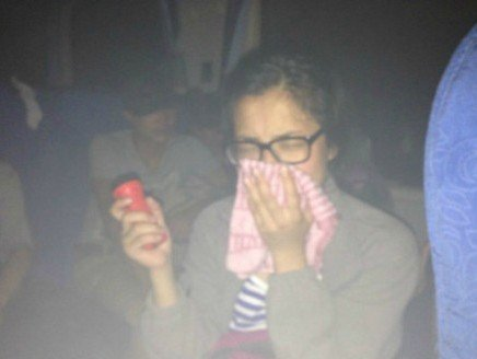 高清图—拉萨开往重庆的T224次列车车厢着火 被困隧道