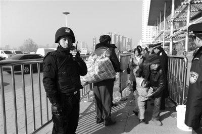 南京警方披露枪案疑犯细节:爱上网常带帽