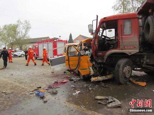 甘肃正宁四名官员因校车事故停职 包括两位副县长