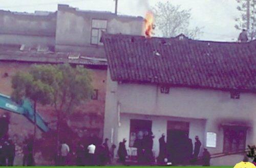 湖南株洲一拆迁户自焚被烧成植物人(组图)