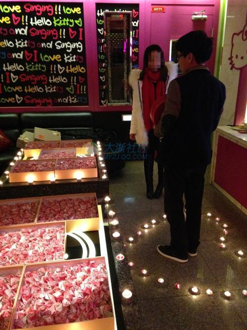 小伙遭准丈母娘刁难 用20万元折999朵纸玫瑰(图)