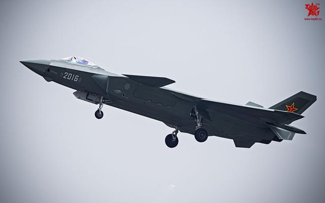 外媒感慨我国产航母进展惊人 猜歼20上舰完爆F35