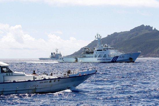 台湾保钓船带五星红旗赴钓鱼岛 仅差10米登岛