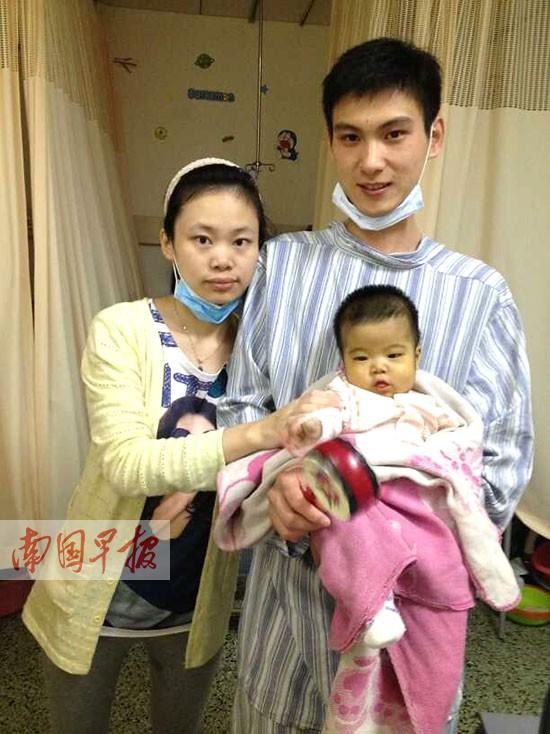 90后父母切肝救女 父亲开腹捐肝失败母亲接力