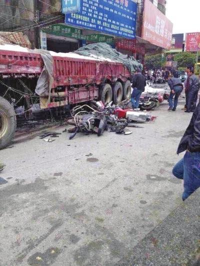 广东重型车制动失灵撞向路人 致3死5伤多为学生