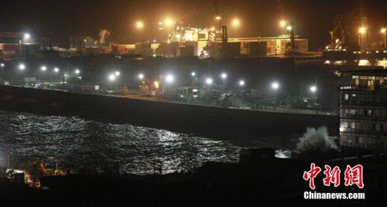 智利强震引发海啸 西部沿海超过10万人紧急疏散