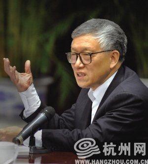 全国人大代表、全国人大法律委员会副主任委员、中央纪委原副书记刘锡荣
