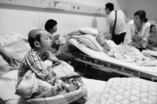 湖北麻城小学砍人事件续:五教师与歹徒殊死搏斗