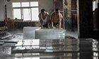中国人的一天:冰工厂里的冰火两重天