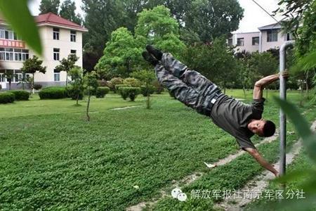 中国军人挑战外国教练:有实力就是任性