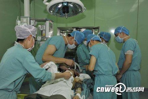 西安爆炸事故仍有32人住院治疗 2名伤者危重(图)