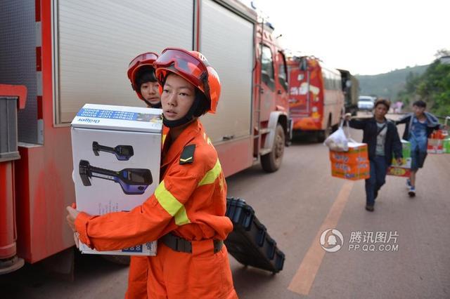 全国首个女子地震救援队首次赴灾区救援(图)