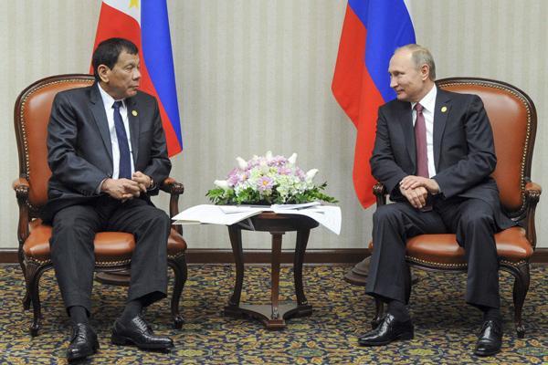 """杜特尔特会见普京 称西方对小国""""虚伪、苛责、欺负"""""""