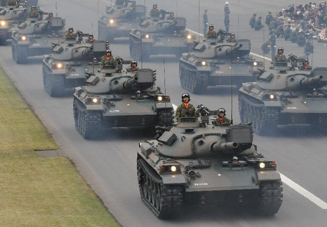 坦克--美媒评安倍让日本人拥抱暴力:忘了二战的教训?