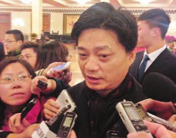 崔永元被媒体围堵本报特派北京记者邢程摄