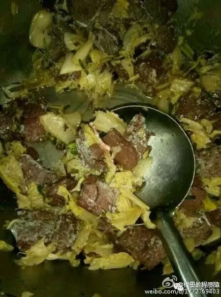 官方回应山东学校给学生吃猪食:3人被拘6人停职