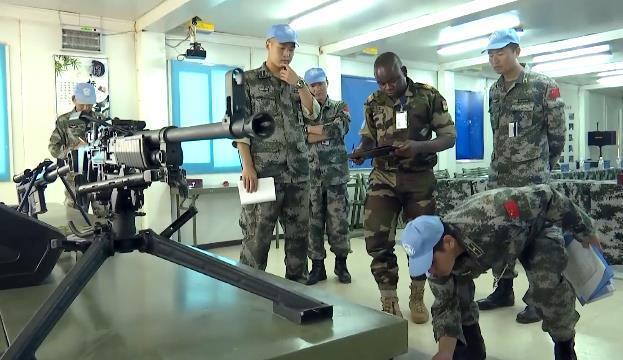中国第五批马里维和部队通过装备核查 装备性能良好