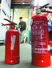 灭火器成本50元卖35元 多为回炉过期或面粉充罐