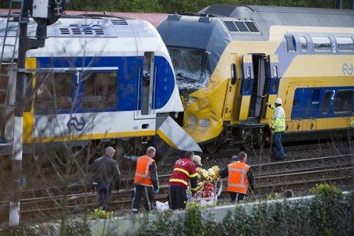 荷兰发生列车相撞事故 已造成125人受伤(图)