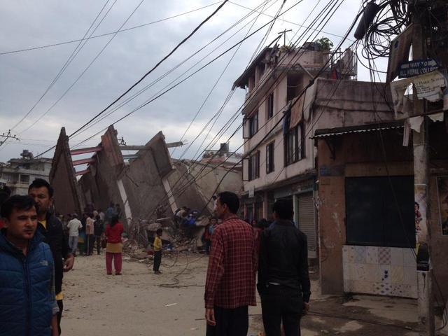 尼泊尔发生7.7级地震 加德满都多处房屋倒塌