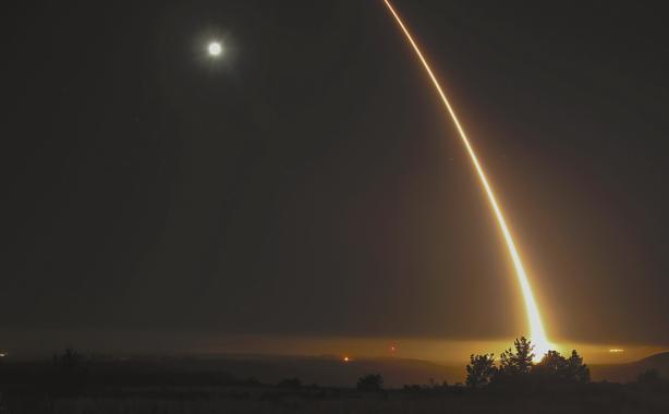 美国连射洲际导弹吓唬谁?专家:潜在对手是中国