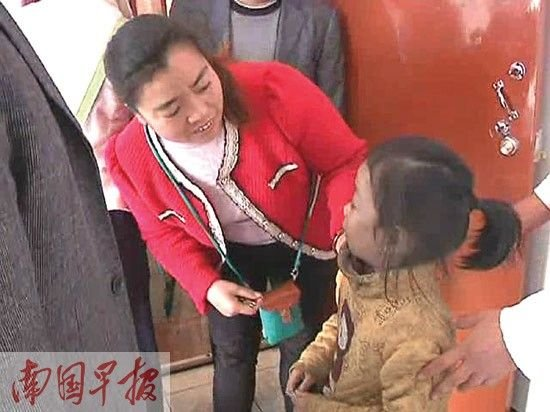 4岁女童被独锁家中 发生火灾戴口罩自救(图)