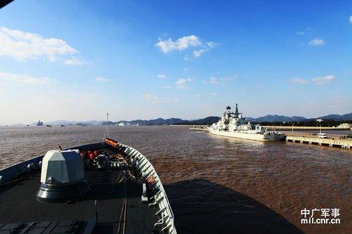 专家称海监巡钓鱼岛时中国军舰在不远处待命