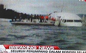 印尼一客机在巴厘岛着陆时坠海 108人全部生还