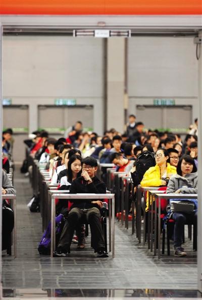 """美国""""高考""""推迟公布中韩学生成绩 称或有作弊行为"""