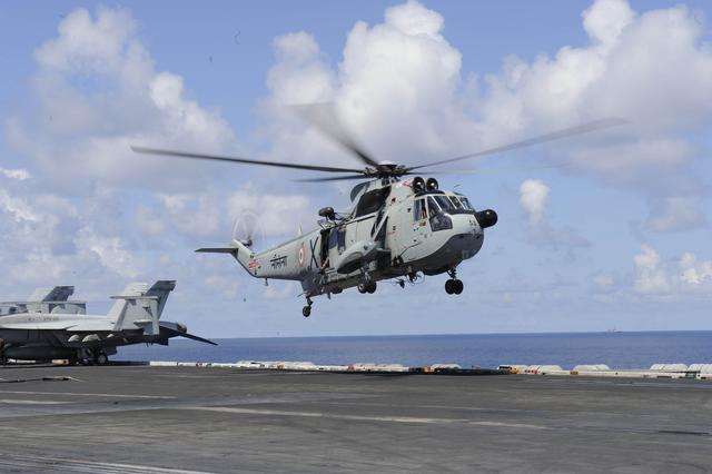 印海军疯狂砸百亿买直升机 要求在印建厂生产