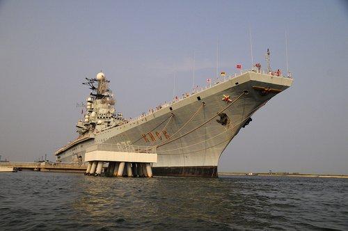 海军专家:舰载机降落事故率最高 可以盲降