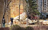 18层楼整张墙皮被大风吹落 居民:差点没命!