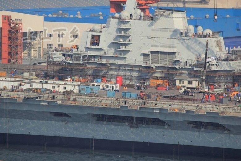 大连瓦良格号航母舰桥脚手架拆除 首航在即