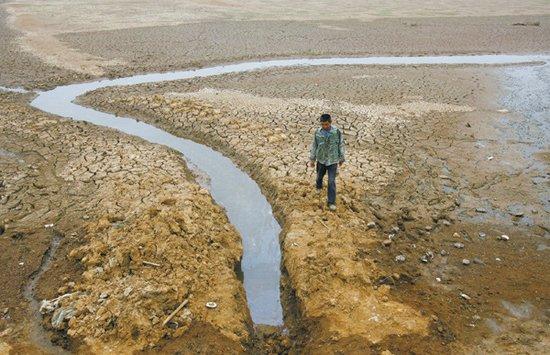 三峡大坝所在地宜昌遭遇十年罕见大旱(图)