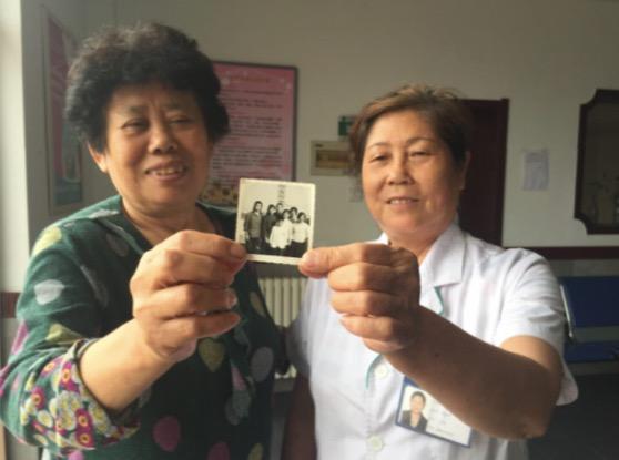 """唐山地震幸存者青岛寻""""亲"""":盼40年终相见"""