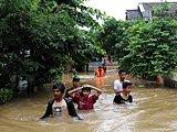 海水冲入村镇淹没街道房屋