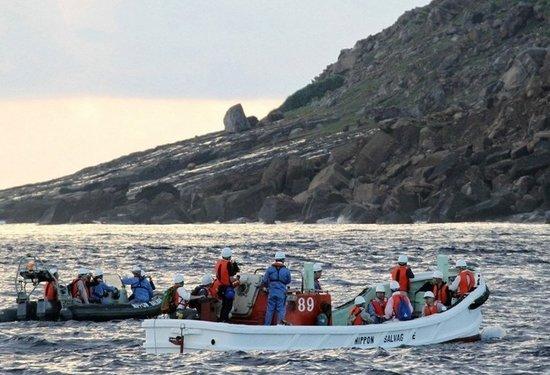 """9月2日凌晨4点,日本东京都调查团乘坐租赁的海难救助船""""航洋丸""""抵达钓鱼岛附近海域。此次调查是日本东京都以为实施""""购买钓鱼岛""""计划作准备为由做出的举动。"""
