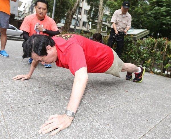 马英九卸任第一天 晨跑3公里做80个俯卧撑(图)