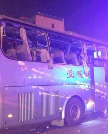 高清图—陕西渭南蒲城县阳光酒店门口公交车爆炸20140105