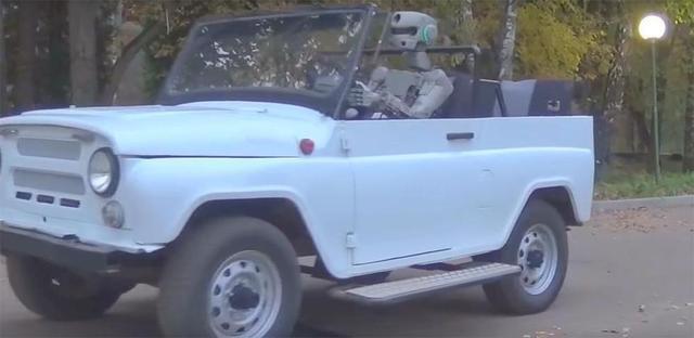 俄军用机械人变身老司机 独自开车上路