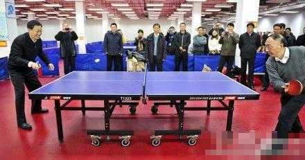 江苏省长与国家体育局长打乒乓倡导全民健身(图)